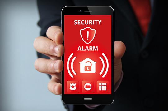 Auf Smartphone blinkt Sicherheits-App auf